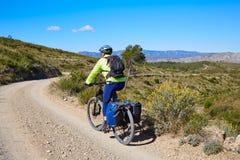 Rowerzysty MTB cyklu turystyka z duckami w Hiszpania Zdjęcie Royalty Free