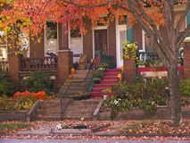 Rowhouse_Porches_in_Autumn fotografia stock