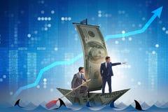 Rowing бизнесмена на шлюпке доллара в концепции дела финансовой Стоковое фото RF