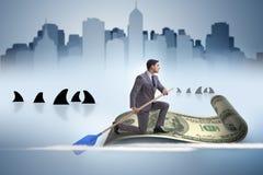 Rowing бизнесмена на шлюпке доллара в концепции дела финансовой Стоковая Фотография RF