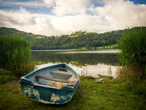 A rowing boat on the shore of Grasmere Royalty Free Stock Photos