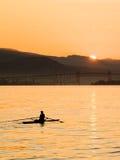 Rowing de la madrugada. Foto de archivo
