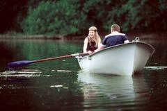 Rowing de la muchacha en el lago Fotos de archivo libres de regalías