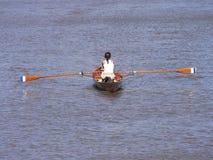 Rowing de la mujer Fotografía de archivo