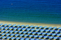 Rows of parasols on beach Royalty Free Stock Photos