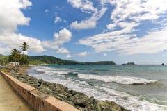 Roxborough tropisk strand och hav - Tobago tropisk ö Fotografering för Bildbyråer