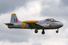 Royal Air Force anterior RAF BAC 84 Jet Provost T 4 XR673 G-BXLO en acercamiento a la tierra en RAF Waddington foto de archivo libre de regalías