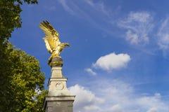 Royal Air Force-Denkmal am schönen Herbsttag mit blauem Himmel Stockfoto