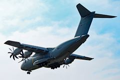 Royal Air Force flygbuss A400M Flying Overhead royaltyfria foton