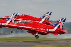Royal Air Force RAF British Aerospace Hawk T 1 XX244 des Royal Air Force-Flugschauteams, das die roten Pfeile sich entfernt Stockbilder