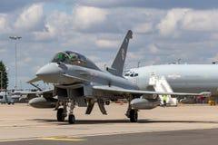 Royal Air Force RAF Eurofighter EF-2000 tyfon T 3 ZK383 från inget skvadron som 29R baseras på RAF Coningsby Royaltyfri Foto