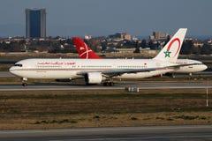 Royal Air Maroc Boeing 767-300 CN-RNS samolotu pasażerskiego odjazd przy Istanbuł Ataturk lotniskiem obraz royalty free