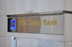 Royal Bank of Canada sign. In front of the building Royalty Free Stock Photos