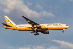 Royal Brunei Airlines Boeing 777-212/ER V8-BLA on approach to land at Melbourne International Airport. Melbourne, Australia - September 28, 2011: Royal Brunei Royalty Free Stock Photography