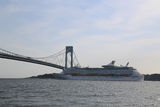 Royal Caribbean Explorer of the Seas Cruise Ship under Verrazano Bridge Stock Images