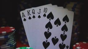 Royal Flush auf Karten und Pokerchips stock video footage