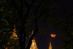 The Royal funeral pyre for King Bhumibol Adulyadej. The moon rise above the Royal funeral pyre for King Bhumibol Adulyadej at midnight in Bangkok, Thailand stock photography