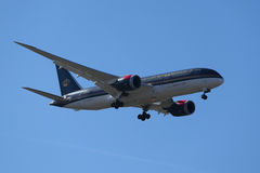 Royal Jordanian Airlines Boeing 787 Dreamliner desce aterrando no aeroporto internacional de JFK em New York Fotografia de Stock