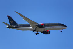 Royal Jordanian Airlines Boeing 787 Dreamliner stiger ned för att landa på den internationella flygplatsen för JFK i New York Arkivfoto