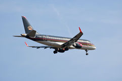 Royal Jordanian Embraer ERJ-175 стоковое фото