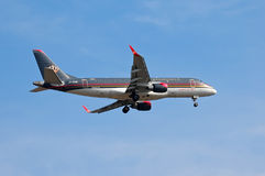Royal Jordanian Embraer ERJ-175 стоковые фото