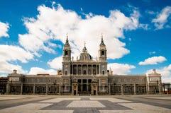 Royal Palace är gränsmärket i Madrid, Spanien Arkivfoton