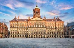 Royal Palace στο τετράγωνο φραγμάτων στο Άμστερνταμ, Κάτω Χώρες Κανένας άνθρωπος στο τετράγωνο φραγμάτων στο Άμστερνταμ, Κάτω Χώρ στοκ εικόνες