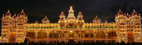 Royal Palace στο Mysore, Ινδία Φωτισμός νύχτας στοκ φωτογραφία