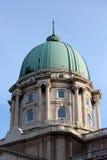 Royal Palace abobada em Budapest imagens de stock royalty free