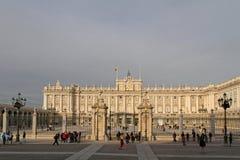 Royal Palace av Madrid i vintersolnedgång Royaltyfria Foton