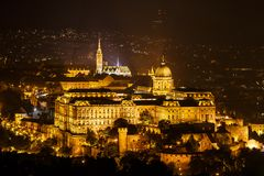 Royal Palace of Buda Castle bij nacht Stock Fotografie