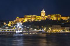 Royal palace and Chain bridge over Danube river at night, Budapest, Hungary stock photos