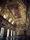 Royal Palace cubre la decoración imagenes de archivo