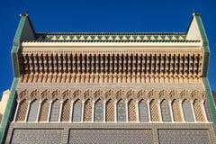 Royal Palace de DES Alaouites del lugar con las puertas de cobre amarillo en Fes, Marruecos imagenes de archivo