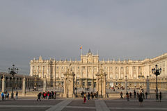 Royal Palace de Madrid en puesta del sol del invierno Fotos de archivo libres de regalías