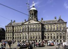 Royal Palace di Amsterdam sulla diga quadra fotografia stock libera da diritti