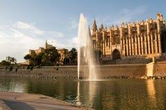 Royal Palace di La Almudaina e della La Seu della cattedrale Immagini Stock