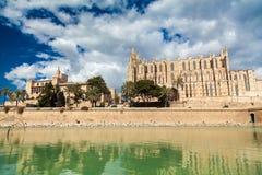 Royal Palace di La Almudaina e Palma Cathedral Fotografie Stock Libere da Diritti