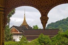 Royal Palace e golpe de Pha do espinho do templo Fotos de Stock Royalty Free