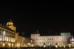 Royal Palace e a igreja de San Lorenzo na noite, Turin Fotografia de Stock