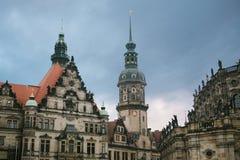 Royal Palace e a torre de Gaussmann em Dresden em Alemanha foto de stock