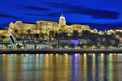 Royal Palace em Buda Castle de Budapest na noite, Hungria Imagens de Stock Royalty Free