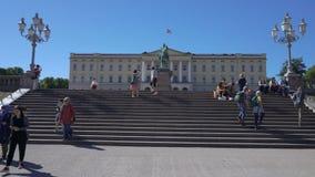 Royal Palace en Oslo, la capital de Noruega almacen de video