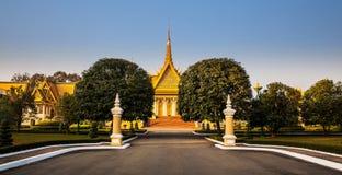 Royal Palace en Zilveren pagode (de troonzaal), Phnom Penh, Nr Royalty-vrije Stock Foto's
