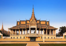 Royal Palace en Zilveren pagode (de troonzaal), Phnom Penh, Nr Royalty-vrije Stock Fotografie