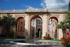 Royal Palace fa il giardinaggio immagini stock libere da diritti