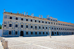 Royal Palace fasad, Gray Marble Ducal House, lopp Portugal royaltyfri fotografi