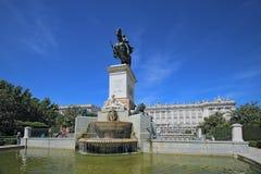 Royal Palace in Madrid in een mooie de lentedag, Spanje Royal Palace bij het Plein del Oriente is Royalty-vrije Stock Foto