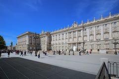 Royal Palace in Madrid an einem schönen Frühlingstag, Spanien Stockbilder