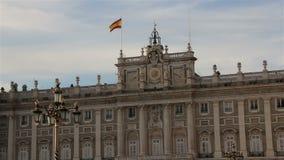 Royal Palace no Madri em uma noite bonita do verão, Espanha zoom filme
